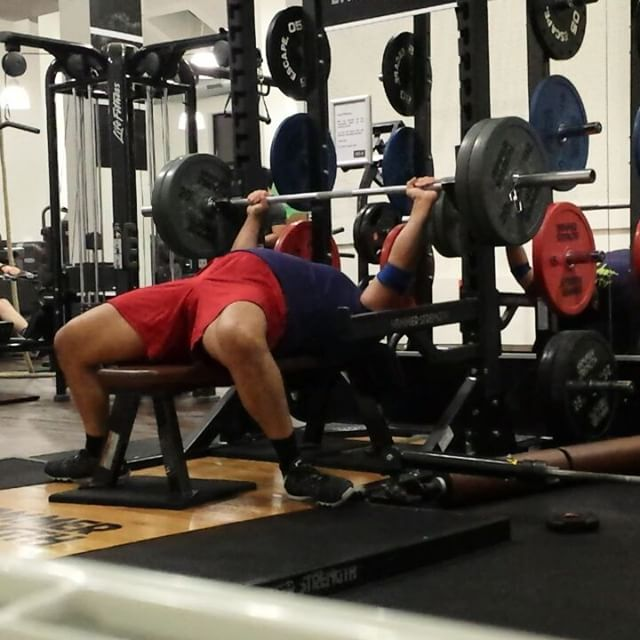 Bench press Cardio !YES IT IS REALLY A THING 32 X 100 KILO New Personal RecordThe bench press is a great whole body movement although it might not look as one.Everything needs to be under tension if you want to perform on a high level.Also #follow @niksfit  @kerstinclessienne @sascha_molt for great #insights  #pump #up #the #volume #roof #puretraining #sachsenhausen #frankfurt #personaltraining #power #bodybuilding #powerlifting #bankdrücken #gym #fitness #kraftsport #muscle #energy #gymmotivation #rawpowerlifting