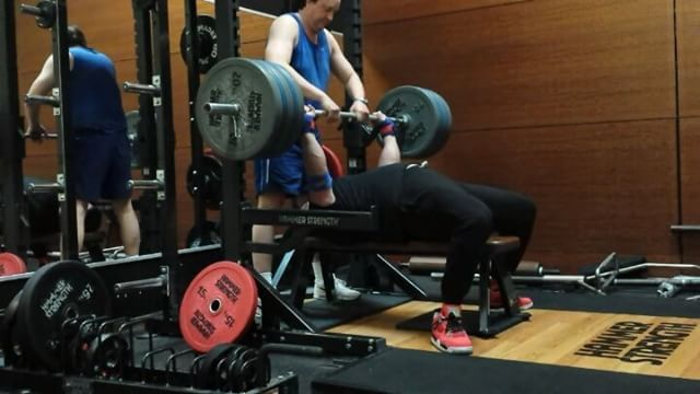 Benchpress with 180 kg4/3/3Than 10 x 140 / 10 / 9This year the 200 kg will be pressed by me.I wanna be able to press 180 for easy 5 reps before I make an attempt at 200